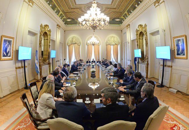 Victoria para Macri-Dujovne: los 7 puntos clave del pacto con los gobernadores provinciales