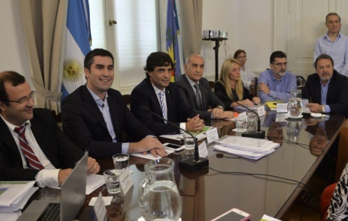 """Buenos Aires: Lacunza defendió el Presupuesto, pero la oposición alerta por """"avance sobre autonomías municipales"""""""