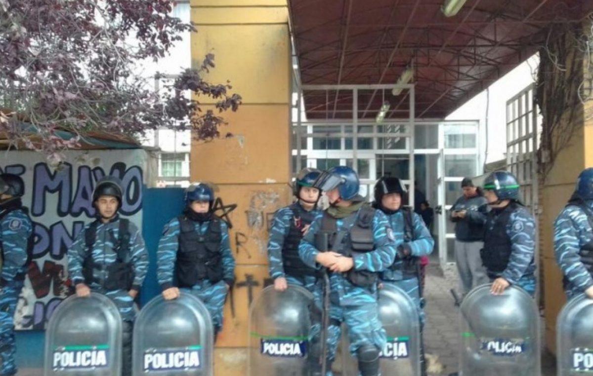 Violenta represión en Mar del Plata contra familias que tomaban sede de Desarrollo Social