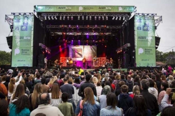 Debate sobre la cultura enBuenos Aires : ¿Los municipios la toman como espectáculo?