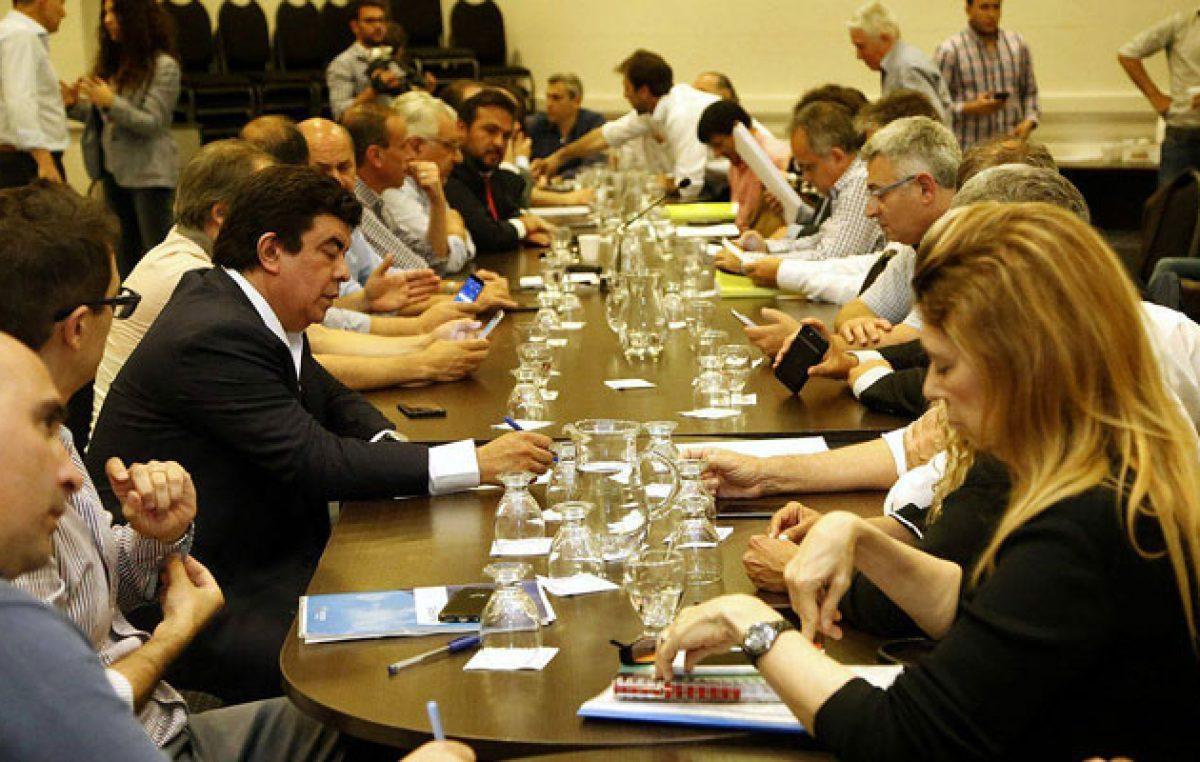 """El FpV bonaerense criticó el endeudamiento y """"el avance contra los municipios"""""""