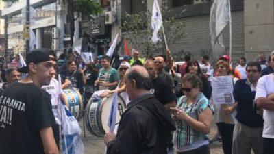 """Protesta de vecinos y trabajadores contra el """"negociado"""" de Rodríguez Larreta"""