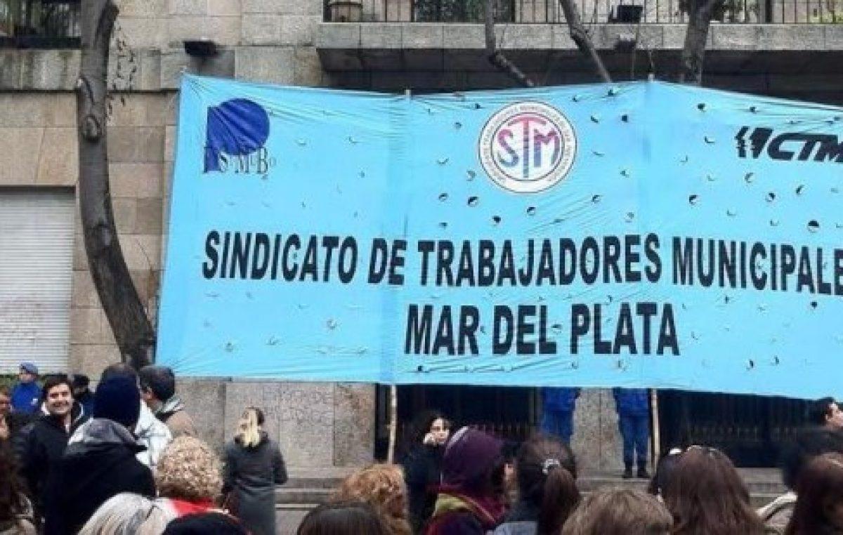 Municipales marplatenses convocaron a un paro y Arroyo amenazó con descontar el día