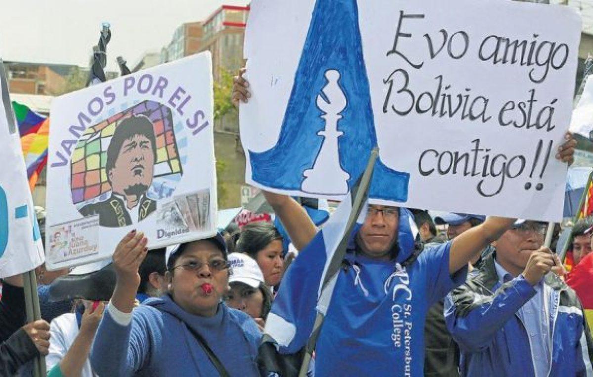 Miles de bolivianos reclaman la reelección de Evo