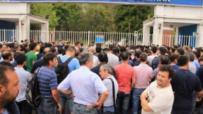 Treinta y cinco trabajadores despedidos de la fábrica militar de Fray Luis Beltrán