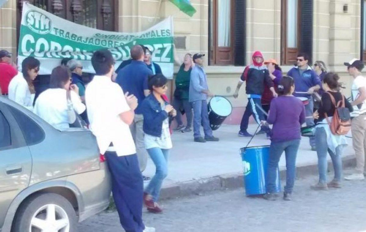 Suárez: los municipales iniciaron un paro y amenazan con cortar rutas