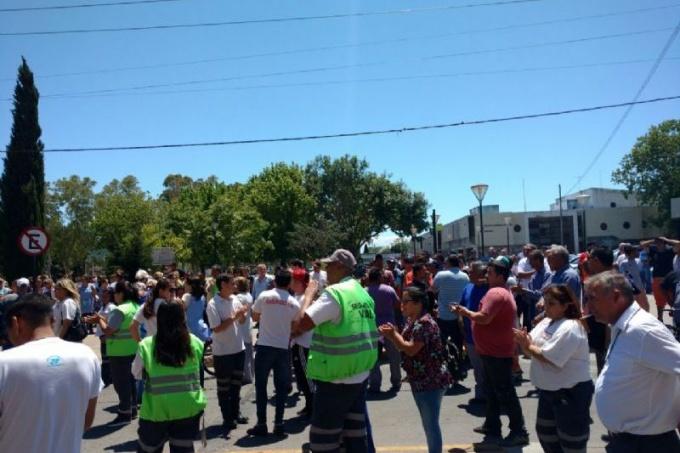 Intendentes de San Vicente y Berisso en jaque ante la protesta de agentes municipales