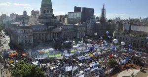 El Gobierno adelanta la sesión para sancionar las reformas de Macri; la CGT y CTA van al paro