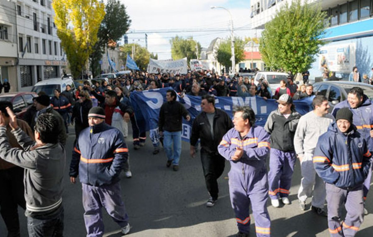Municipales de Río Turbio volvieron a reclamar ante falta de pago del aguinaldo