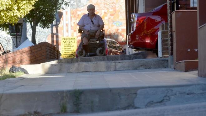 Neuquén: una carrera de obstáculos para las sillas de ruedas