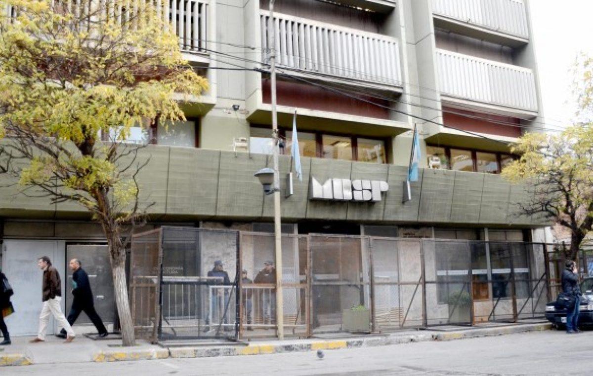 La provincia de Neuquén ayudará a los municipios para que paguen el aguinaldo