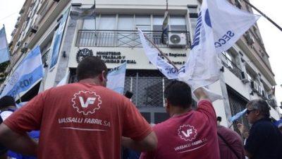 Firmat: Vassalli acordó no despedir obreros, aunque habrá 52 retiros voluntarios