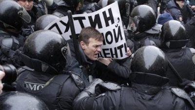 Putin reprime marchas y hace detener al único opositor importante