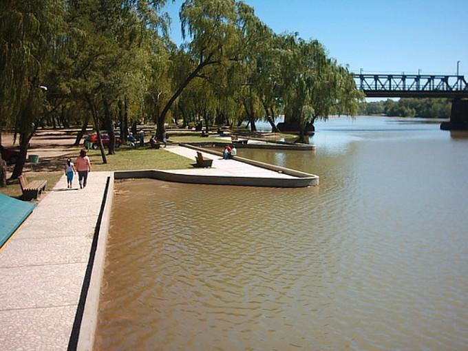 Río Cuarto: Con una inversión de 63 millones, avanzan las costaneras del río