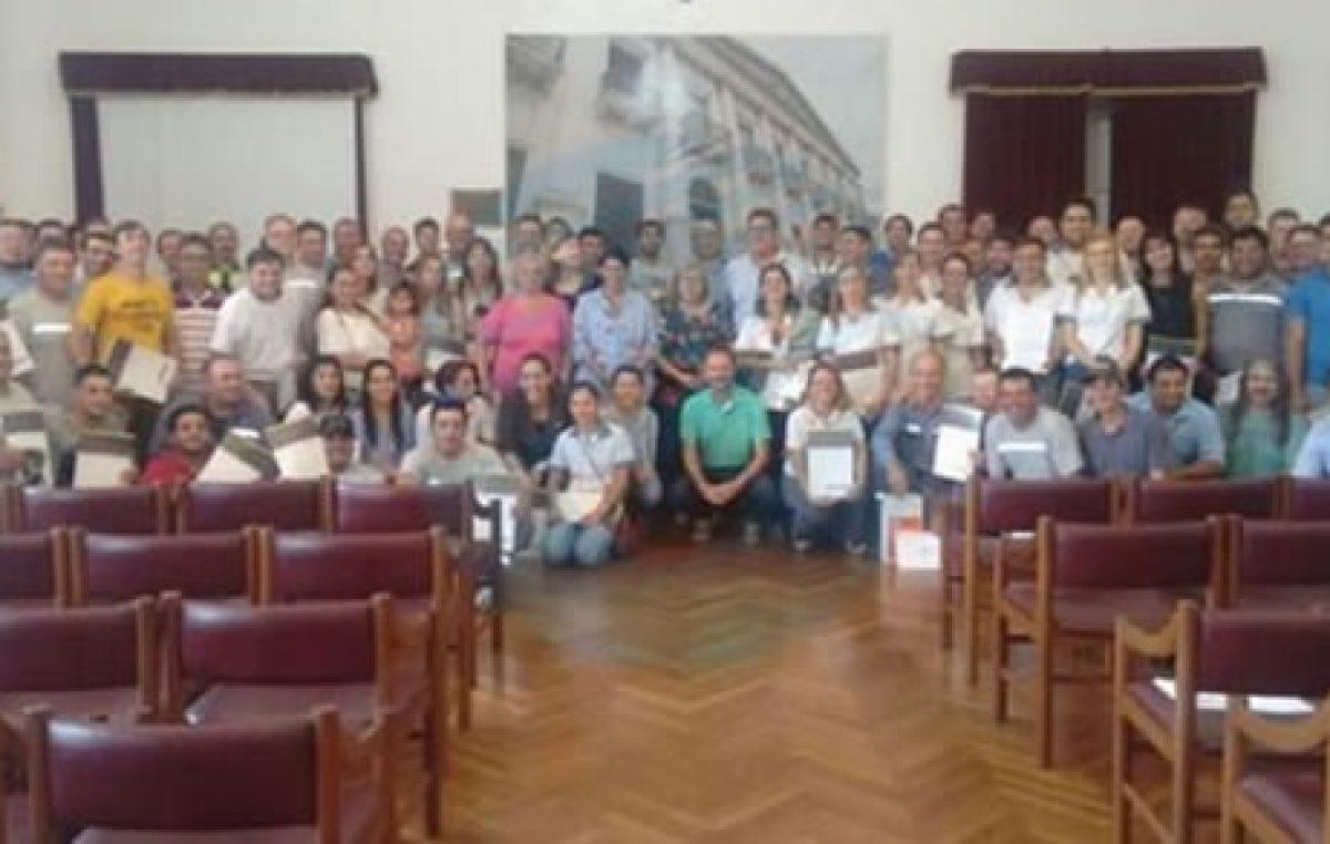 Más de 80 empleados municipales de Esperanza pasaron a planta permanente