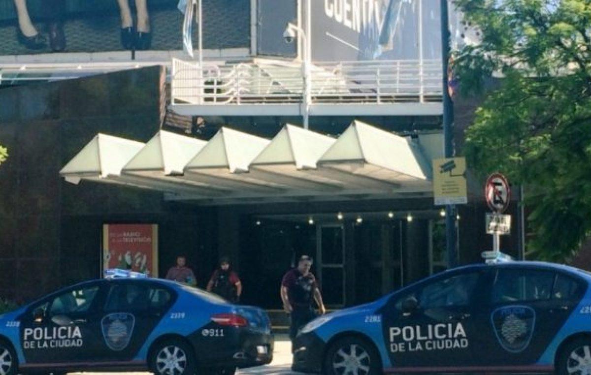 La TV Pública amaneció rodeada de policías y los trabajadores denuncian intimidación