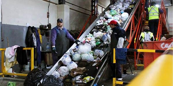 Esquel: hasta la basura refleja la crisis en los bolsillos de la gente