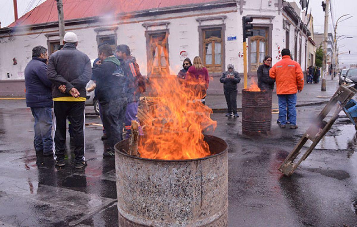 SOEM reclamó frente al Municipio de Río Gallegos, sin cubiertas