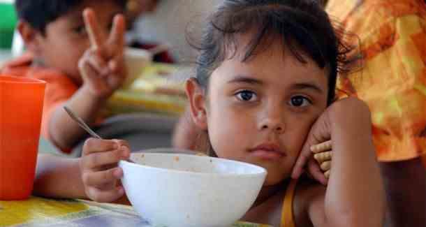 Unos 12 mil chicos siguen almorzando en verano en los comedores escolares de Rosario