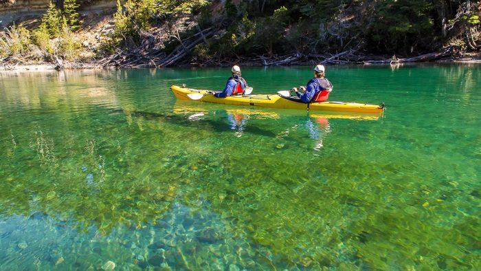 En kayak por el río Arrayanes