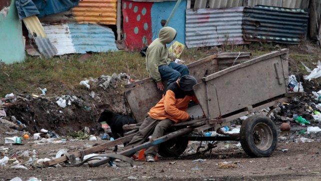 Una familia necesitó en enero $16.973 para no caer en la pobreza