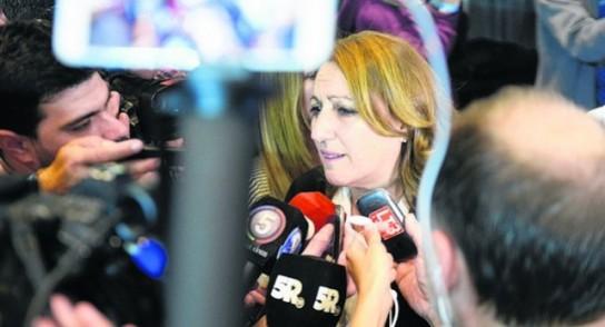 """La intendenta de Rosario expresó su vocación de negociar """"sin techo, sin piso"""""""