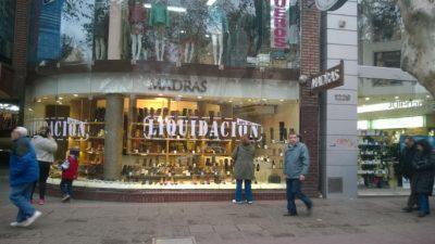 Aumentos de la luz asfixian al comercio en Mendoza