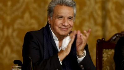 Ecuador vota en referéndum a favor de limitar a dos periodos el mandato presidencial