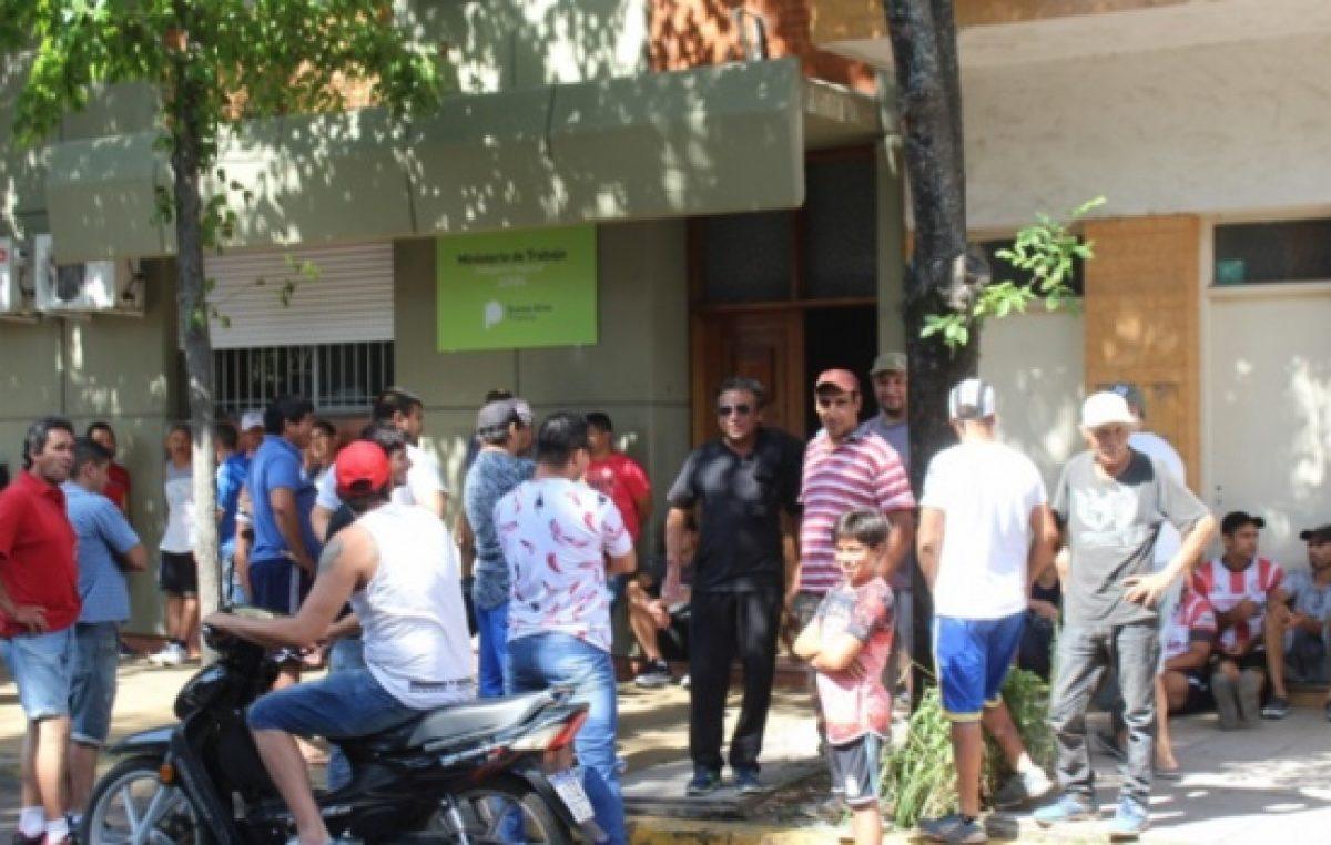 Reclamo desesperado en Junín: 86 trabajadores de un frigorífico quedaron en la calle