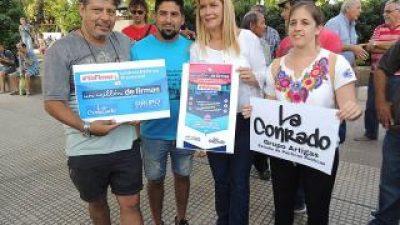 """Verónica Magario junta firmas en La Matanza """"para revocar la reforma previsional"""""""