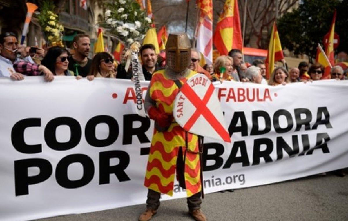 Los catalanes que no quieren irse de España salieron a las calles a protestar