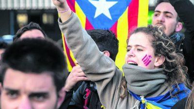 «Primavera catalana»: bloqueos de rutas por el arresto de Puigdemont