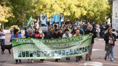 Patagones: El intendente mandó a la Policía a impedir que pintaran pañuelos durante la marcha del 24
