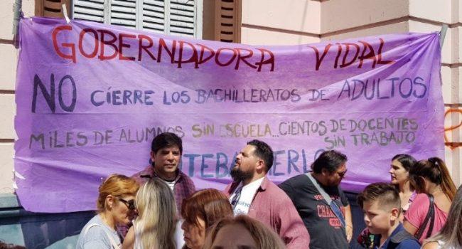 Marcha de antorchas: piden a la gobernadora Vidal que no cierre los bachilleratos de adultos