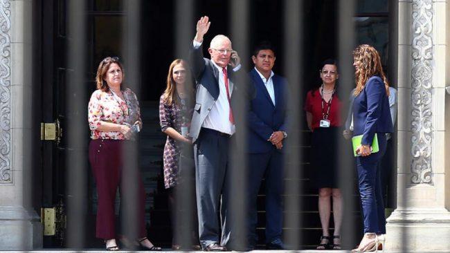 Acusado de corrupción, Kuczynski renunció a la presidencia de Perú