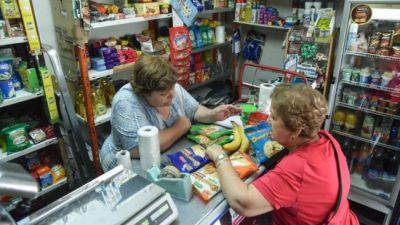 """Almaceneros neuquinos se sostienen con ventas """"de a puchitos"""""""