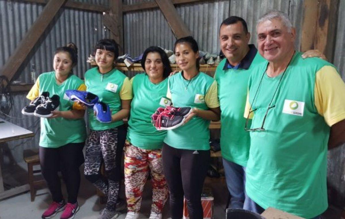 Un pueblo santafesino creó su propia marca de zapatillas