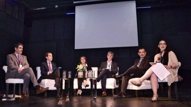 La intendenta de Rosario expuso en Chile sobre gestión del espacio público en la ciudad