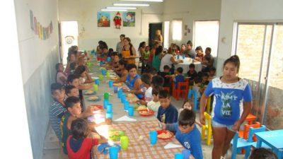 Hay mil familias asistidas con bolsones de comida y otros mil chicos que van a comedores en Junín