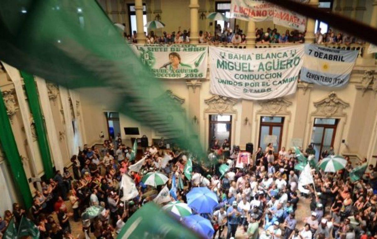 Los trabajadores municipales de Bahía definen los pasos a seguir en una asamblea extraordinaria