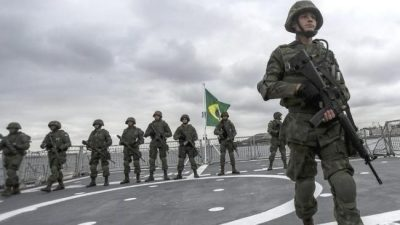 En pleno siglo XXI, los militares vuelven a ser un factor de poder en Brasil y se enciende un alerta