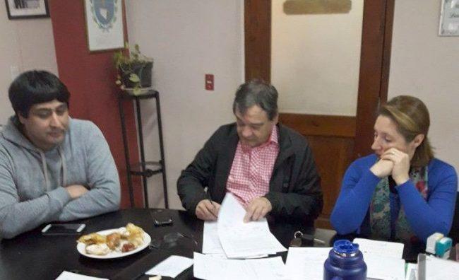 Lago Puelo: se acordó con gremios aumento del 22 % para los trabajadores municipales