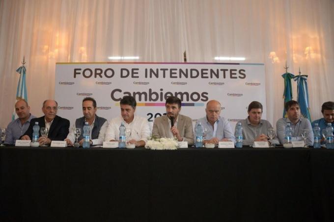Duros cruces por los tarifazos entre intendentes radicales y del PRO durante el Foro de Cambiemos