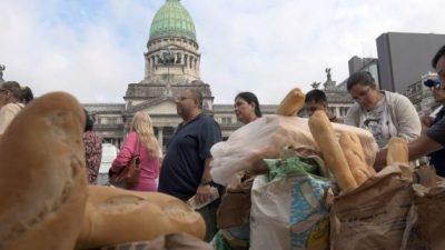 El Indec informó que la canasta básica subió 26,8 por ciento en un año