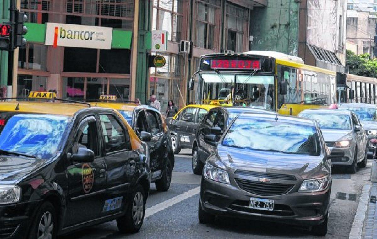 Unos 300 mil vehículos entran por día al centro rosarino