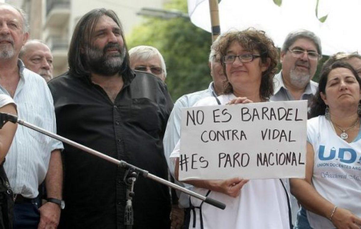 Vidal maquilló la oferta y paran los maestros