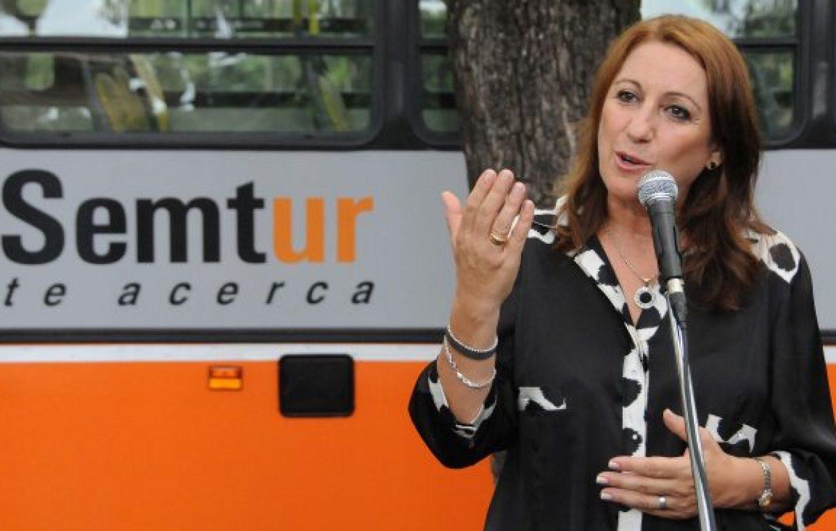 La intendenta de Rosario insiste ante Macri por más subsidios al transporte urbano