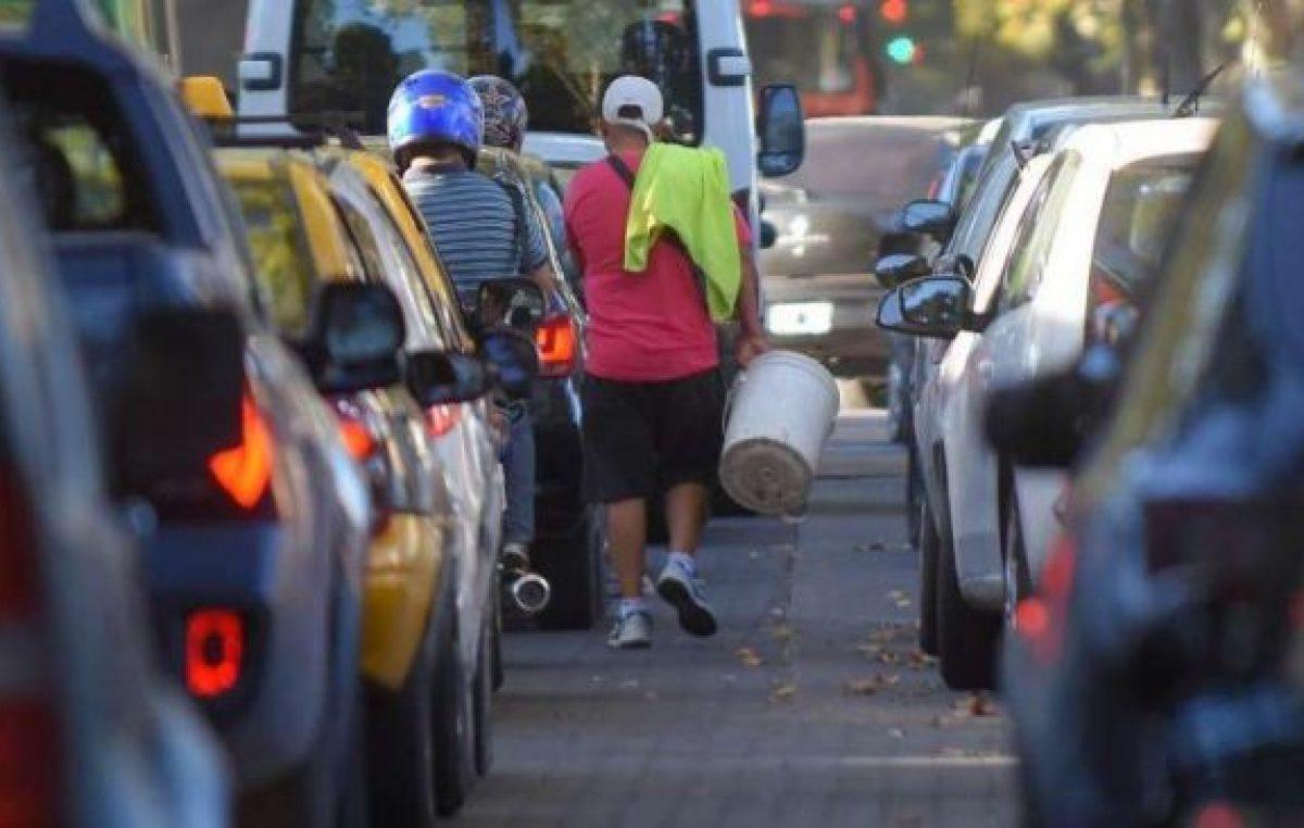 """Ya hay 80 """"trapitos"""" de Mendoza que fueron a la Municipalidad a buscar trabajo"""