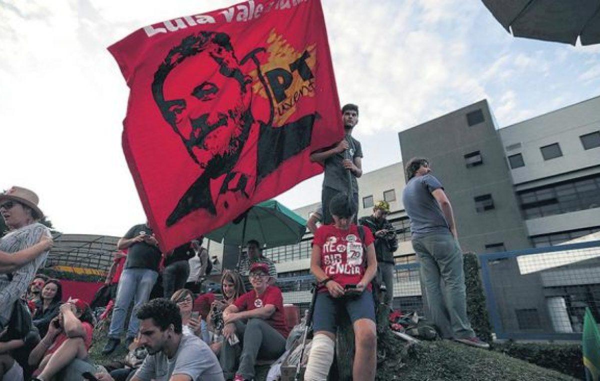 Lula lidera los sondeos, pese a todo