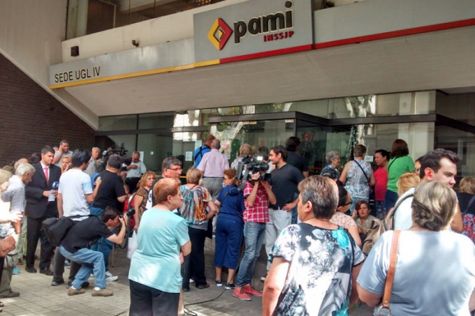 Empezaron las órdenes del FMI: El gobierno buscaría desligarse de administrar las jubilaciones de PAMI